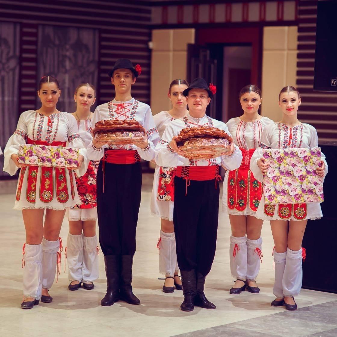 Танцоры на торжествах