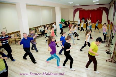 De ce oamenii aleg școala noastră de dans? Ce grupuri s-au redeschis?